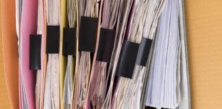 pojemnik z dokumentami